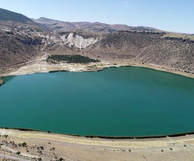 Kapadokya bölgesinde Narlı Göl güzelliği