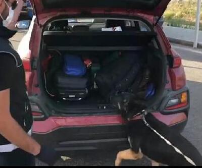 Son dakika.. Narkotik köpekleriyle aranan otomobilde 1 kilo uyuşturucu bulundu