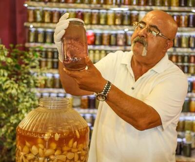 Ahtapot turşusu yaptı, müşterileri hayran kaldı
