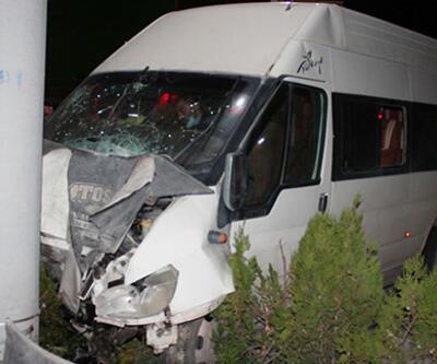 İşçi servisi ile otomobil çarpıştı: Çok sayıda yaralı var