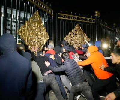 Son dakika... Seçim sonrası Kırgızistan karıştı! Protestocular Atambayev'i cezaevinden çıkardı