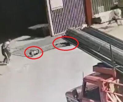 Demir kapı çocukların üzerlerine devrildi   Video