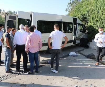 İşçi servisi ile otomobil çarpıştı: 15 yaralı