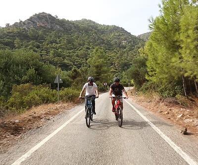 Güven İslamoğlu, Çevre ve Şehircilik Bakanı Murat Kurum ile birlikte bisiklet turu yaptı
