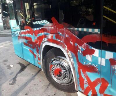 Otobüse alınmayan kadın aracı kırmızıya boyadı