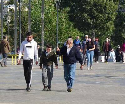 Bursa'da maskeler yine çenede kaldı