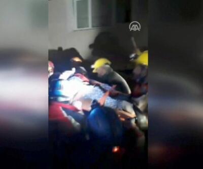 62 yaşındaki kadın enkazdan böyle kurtarıldı | Video