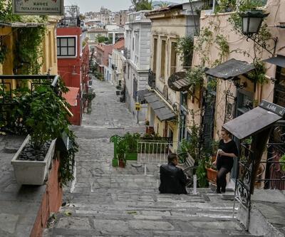 Yunanistan'da yeniden 3 haftalık karantinaya giriliyor