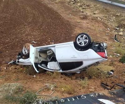 Hilvan'da otomobil şarampole devrildi: 2 yaralı