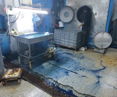 Sultangazi'de mavi akan dere: Kot yıkama atölyesi mühürlendi