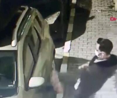 Alkollü kişi park halindeki araca saldırdı | Video