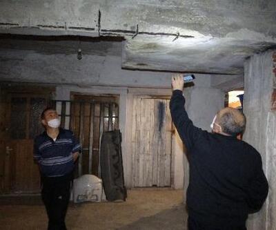 Riskli binada deprem korkusuyla yaşıyorlar