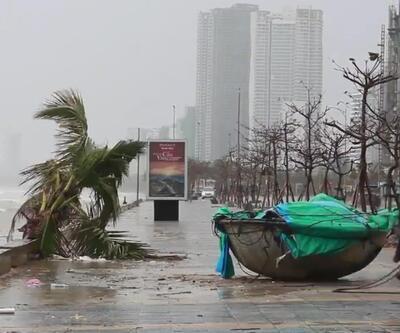 Vietnam'a yaklaşan Vamco Tayfunu şiddetli rüzgarlara neden oldu