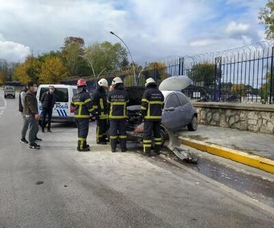 Kaza yapan otomobilin motoru yandı