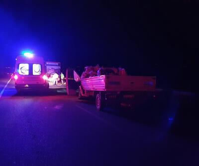 Kamyonet, kamyona arkadan çarptı: Ölüler ve yaralılar var