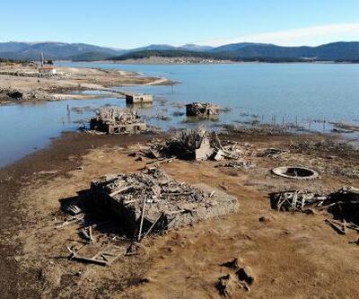 Sular çekildi eski yapılar ortaya çıktı