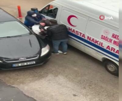 Polisim diyerek ambulans şoförünü darp etti | Video