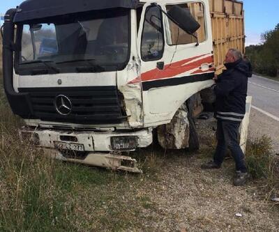 Malkara'da kamyon ile panelvan  çarpıştı, 3 yaralı