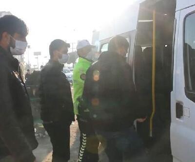 Toplu taşıma araçlarındaki fazla yolcuları polis evlerine bıraktı