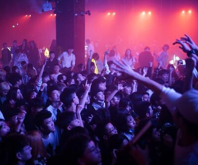 Danslar, partiler, eğlenceler... Salgının başladığı Wuhan'da gece hayatı da yeniden canlandı