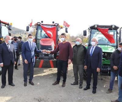 Andırın'da orman köylülerinin traktörleri teslim edildi
