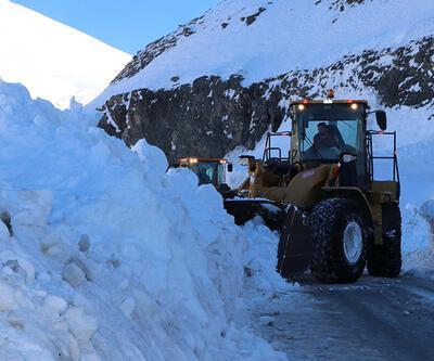 2 metre karda ekiplerin yoğun mesaisi | Video