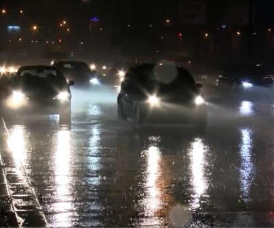 Ankara'da sağanak yağış sürücülere zor anlar yaşattı