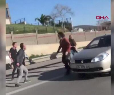 Kaza sonrası anlaşamayan araç sürücüleri kavga etti | Video