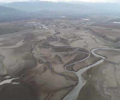 Sivas'ta barajdan geriye nehir yatağı kaldı