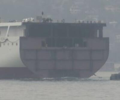 Dev geminin yarısı Boğaz'dan geçti | Video