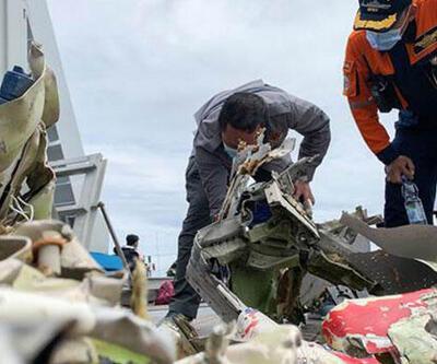 Endonezya'da düşen uçağının kara kutusu bulundu