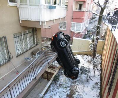 Apartmanın bahçesine uçan araç dik durdu | Video