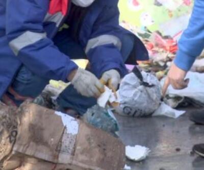 Altınları yanlışlıkla çöpe attı   Video
