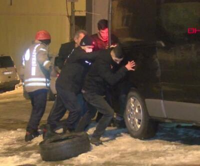 Yokuşta mahsur kalan sürücüyü ekipler kurtardı | Video