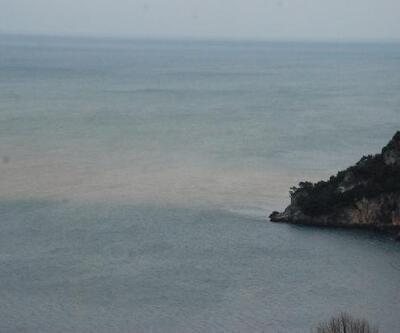 Eriyen kar suları Karadeniz'in rengini değiştirdi