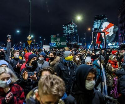 Polonya'da kürtaj yasağı yürürlüğe girdi, protestolar büyüyor