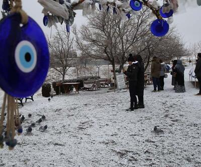 """Kapadokya'da """"kar beyaz"""" güzellik"""