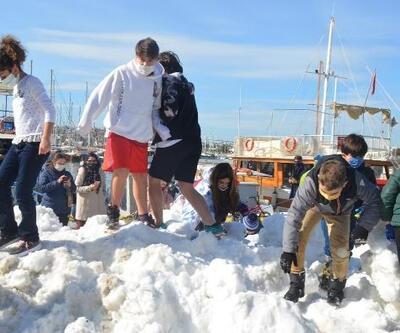 Bodrum'a taşıma karla, kar topu keyfi yaşadılar