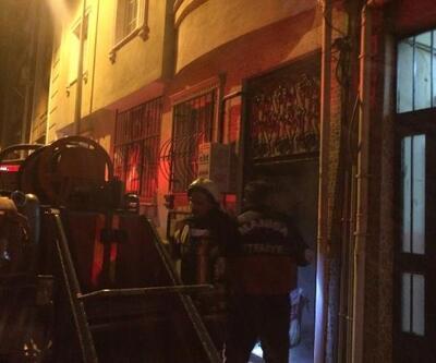 Apartman girişindeki elektrik panosu yandı