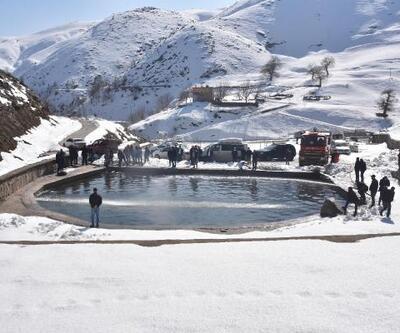Bitlis'te eksi 15 derecede yüzme etkinliği