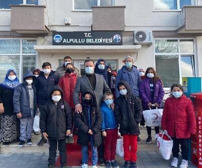 Kızılay Beşiktaş Şubesi'nden, öğrencilere mont ve oyuncak