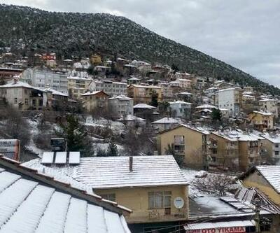 Akseki'ye mevsimin ilk karı yağdı