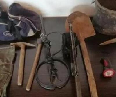 Karaisalı'da mağara içerisinde kaçak kazı yapan 4 şüpheli, suçüstü yakalandı