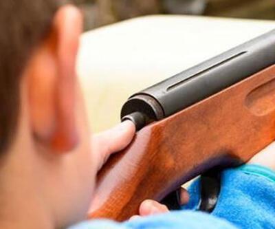 12 yaşındaki çocuk, silahla oynarken komşusunu vurdu