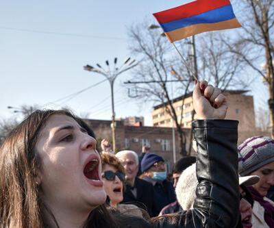 Ermenistan'da muhalif göstericiler hükümet binasını bastı