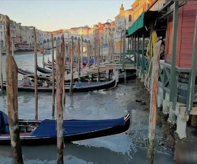Venedik'te su çekildi, gondollar çamura saplandı