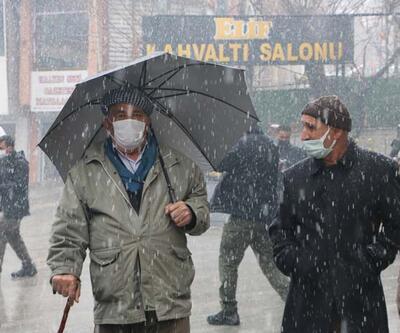 Hakkari'de mart karı! Kent beyaza büründü