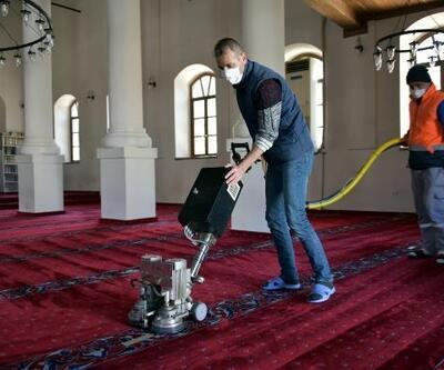 Aliağa'daki ibadethanelerde Ramazan temizliği