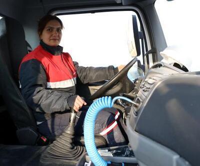 34 yaşındaki Sevda Yaruk 30 tonluk beton mikserinin şoförlüğünü yapıyor