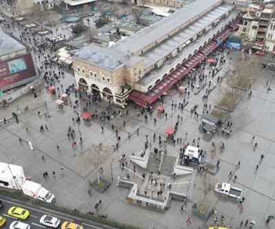 Eminönü'nde cumartesi kalabalığı